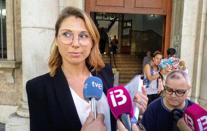 La abogada Clara Martínez en los juzgados.