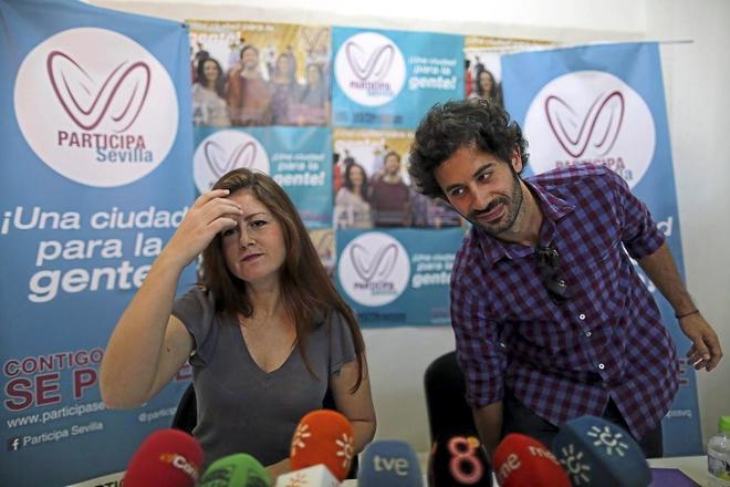 La portavoz de Participa Sevilla, Susana Serrano, y el edil Julián Moreno.