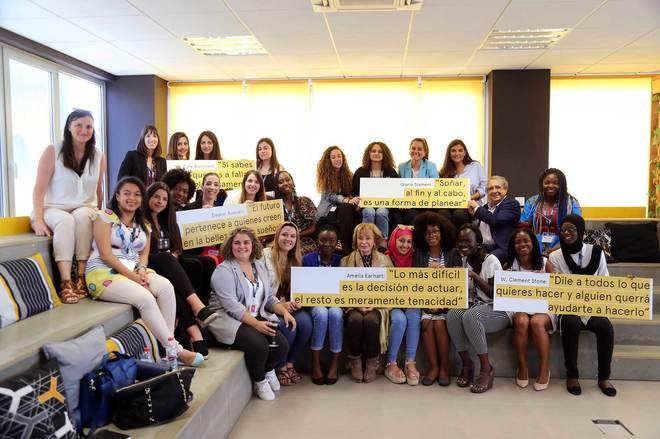 """Alumnas e investigadoras participantes del programa """"""""Generando emprendimiento y liderazgo""""."""