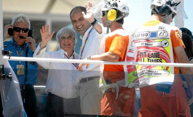 Bernie Ecclestone y Francisco Camps durante la primera edición de la Fórmula 1. EL MUNDO