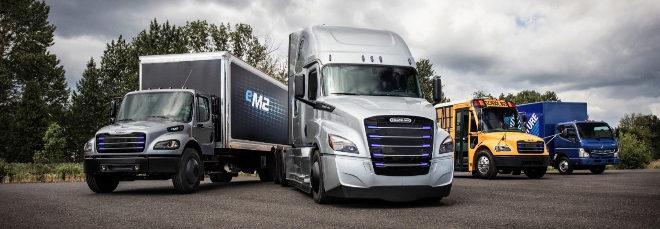 Daimler entra en la pugna de los camiones eléctricos con Tesla