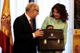 Cristóbal Montoro traspasa la cartera del Ministerio de Hacienda a...