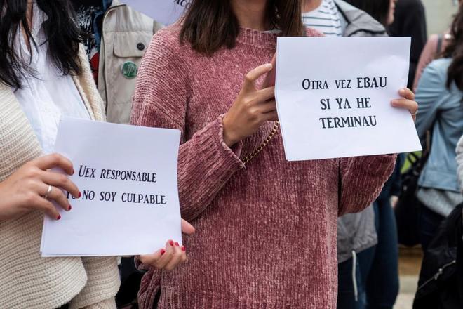 Protestas de jóvenes en Badajoz por la repetición de elecciones