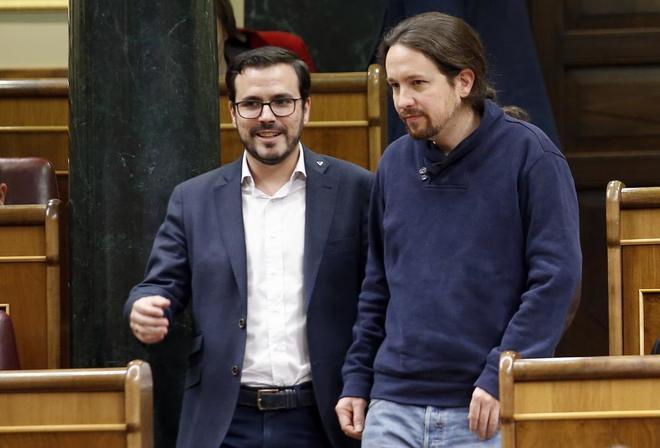 Pablo Iglesias dialoga con Alberto Garzón en el Congreso de los Diputados