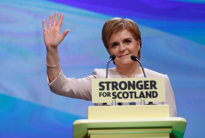 La primera ministra Nicola Sturgeon en el congreso de su partido en Aberdeen.