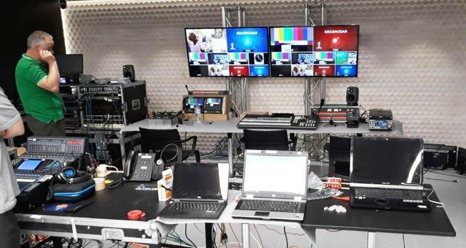 Preparativos del dispositivo del grupo de Telecinco, en el centro internacional de prensa  en Moscú.