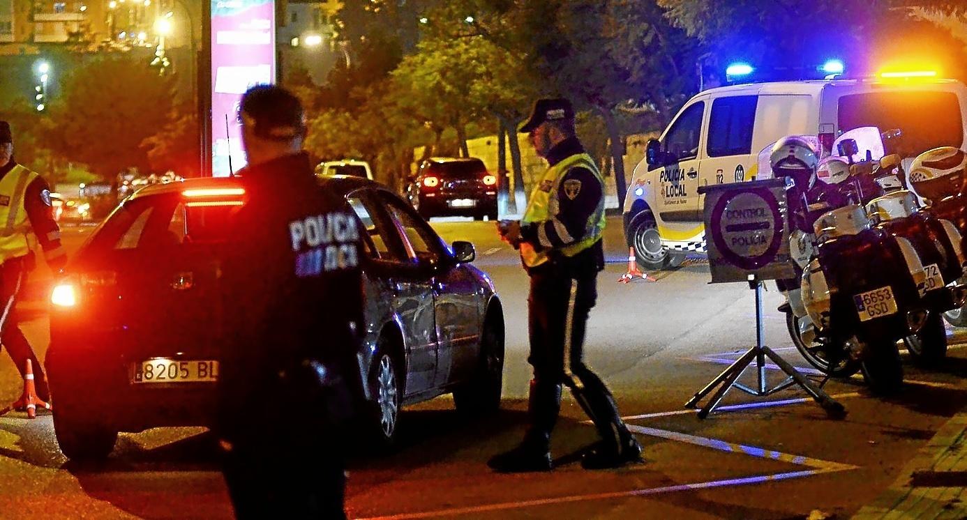Imagen de un control policial en una de las vías más transitadas de Palma.