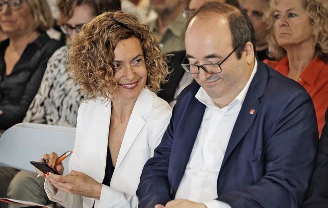 La ministra Meritxell Batet y el primer secretario del PSC, Miquel...