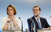 La secretaria general del PP, María Dolores de Cospedal, y el ex...