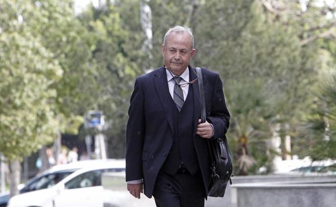 El juez instructor del 'caso Nóos', José Castro, en los alrededores de la Ciudad de la Justicia de Valencia en 2014.