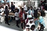 Inmigrantes del 'Aquarius' reciben provisiones a bordo del barco,...
