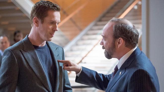 Damian Lewis (izda.) y Paul Giamatti, en 'Billions', serie que emite...