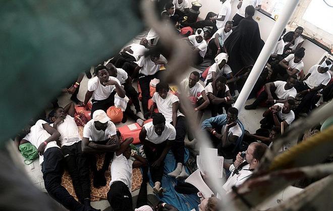 Inmigrantes atrapados dentro del Aquarius