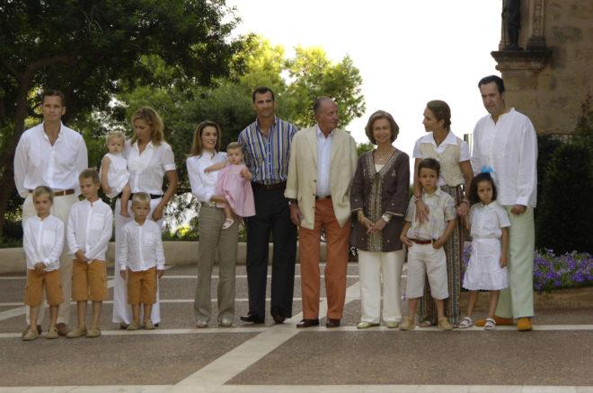 El último posado al completo de la Familia Real en los jardines del Palacio de Marivent en el año 2006.
