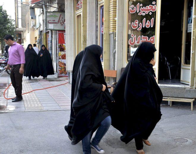 Irán arresta a la abogada de las manifestantes sin velo