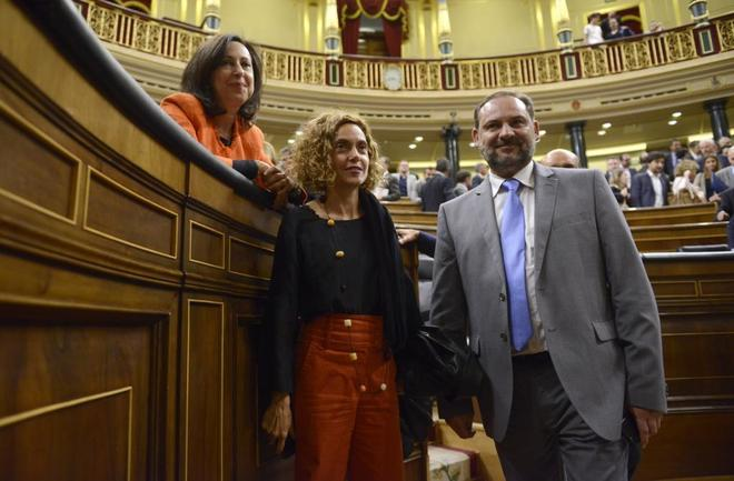 Margarita Robles, Meritxell Batet y José Luis Ábalos, en el Congreso de los Diputados.