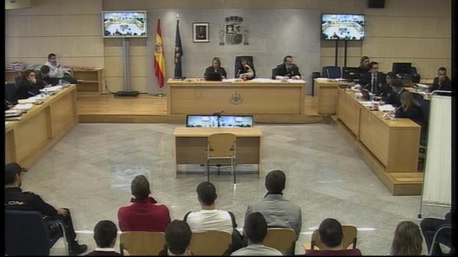 Fotograma del juicio por la agresión a dos guardias civiles y sus...