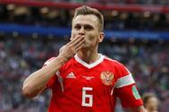 Denis Cheryshev celebra su segundo gol ante Arabia Saudí, el cuarto de Rusia.