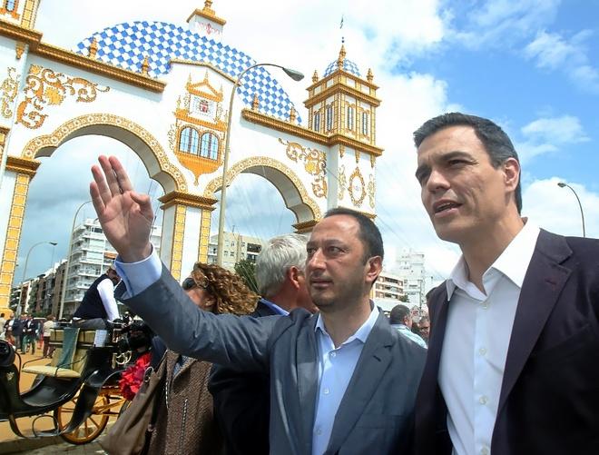 Pedro Sánchez y Alfonso Rodríguez de Celis, en la Feria de Abril de...