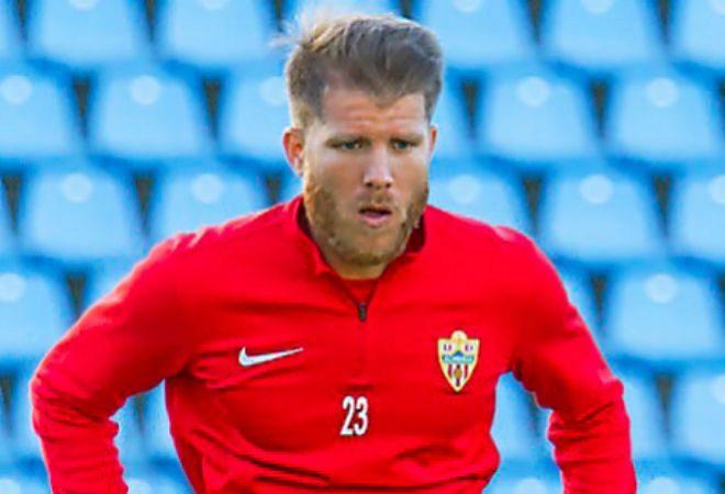 Morcillo, durante un entrenamiento con el Almería.