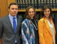 De izqda. a dcha., Dimas Gimeno y Marta y Cristina Álvarez.