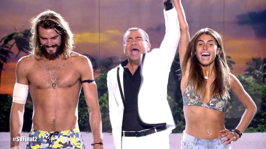Jorge Javier Vázquez levanta el brazo de Sofía Suescun, ganadora con...