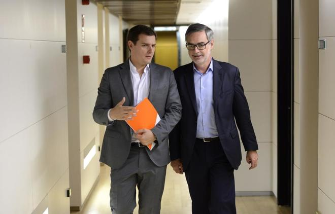 Albert Rivera y José Manuel Villegas, en el Congreso de los Diputados...