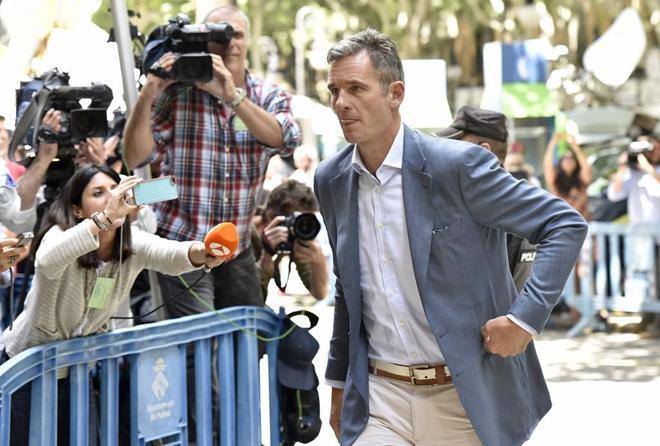 Iñaki Urdangarin en la Audiencia de Palma para recoger su orden de ingreso en prisión.