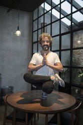 Desde hace dos años, el bikram yoga es parte de la rutina del...