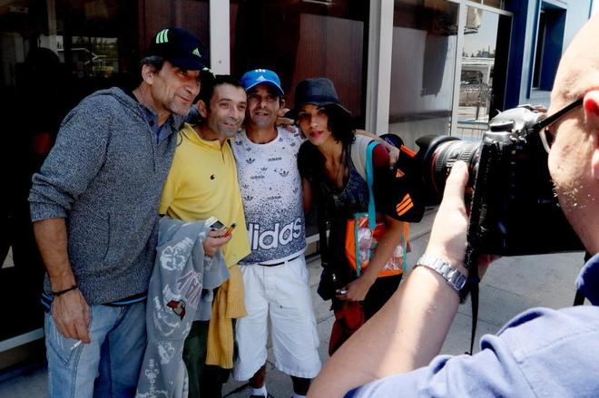 Presos españoles repatriados de Perú a su llegada al aeropuerto de Barajas
