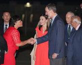 La alcaldesa de Nueva Orleans, Latoya Cantrell, saluda a Felipe VI en...