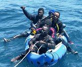 Cinco inmigrantes llegan a las costas españolas en una lancha