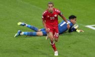El danés Yussuf Poulsen celebra el gol que marcó ante Perú, en el Mordovia Arena (Saransk, Rusia).