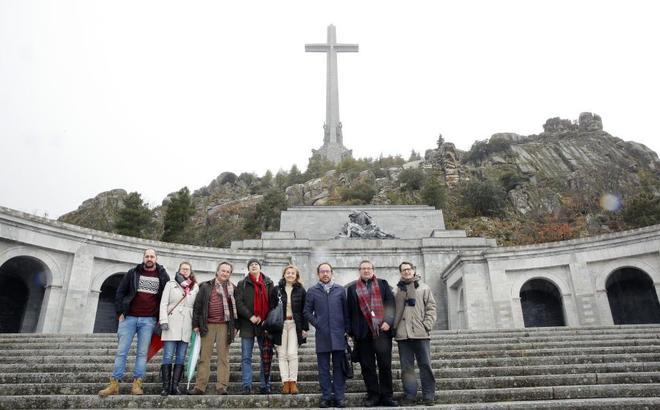 Una delegación de la dirección del PSOE visitó en febrero el Valle...