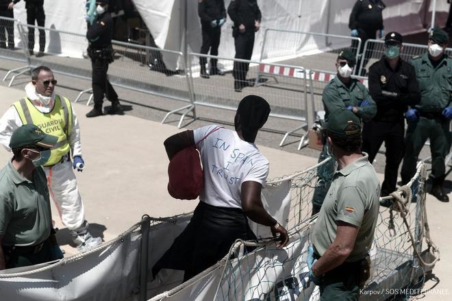 España acoge ya en Valencia a los 629 inmigrantes rescatados