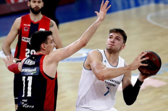 Crónica: Tavares decide en Vitoria y el Madrid se queda