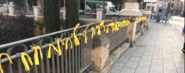 Lazos amarillos y quema de fotos del Rey: el 'procés' se traslada a Baleares