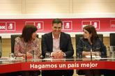 El presidente del Gobierno, Pedro Sánchez, junto a Adriana Lastra y...