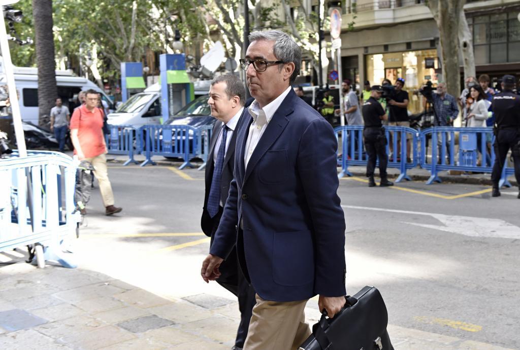 Diego Torres cuando acudió la semana pasada a la Audiencia de Palma junto con su abogado