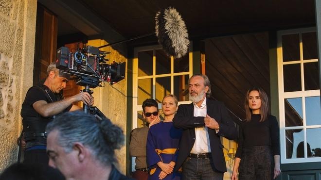 Imagen del rodaje de la serie 'Vivir sin permiso' / MEDIASET