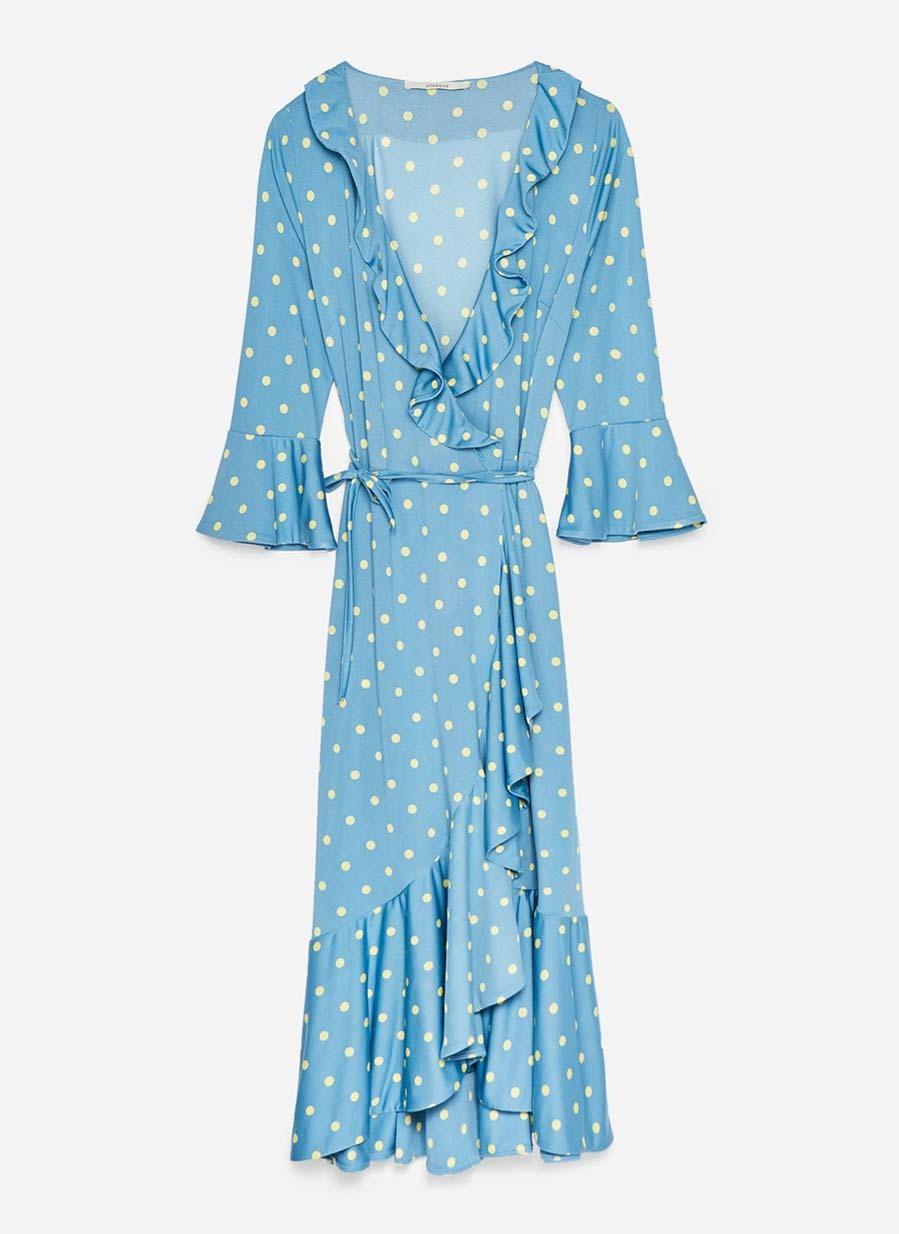 Vestido bicolor confeccionado en un delicado tejido fluido (99 euros).
