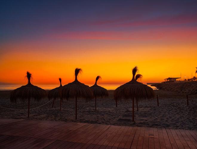 Atardecer en la playa de Malvarrosa, en Valencia.