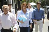 María Dolores de Cospedal se dirige, ayer, a presentar sus avales en...