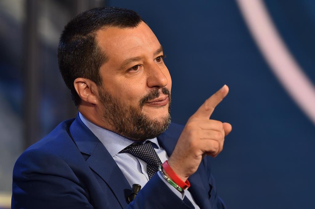 El Papa critica la decisión de Salvini de no acoger