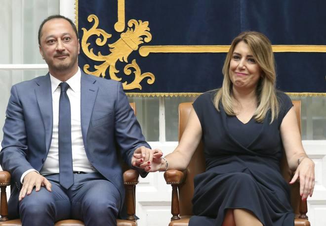 Gómez de Celis y Susana Díaz, en un gesto afable durante la toma de posesión del nuevo delegado del Gobierno en Andalucía.