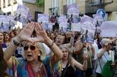 Manifestantes este viernes frente al Ministerio de Justicia, en...