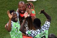 Los jugadores nigerianos celebran la victoria ante Islandia.