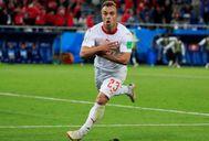 Shaqiri festeja el gol del triunfo formando con sus manos el águila del escudo de Albania.