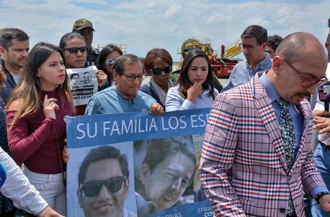 Familiares del equipo periodístico ecuatoriano secuestrado y asesinado por disidentes de las FARC.