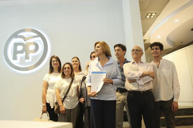Dolors Montserrat y Alicia Sánchez Camacho apoyan a la secretaria